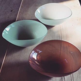 Seasonal-colors-of-HEATH-CERAMICS-opal-grey-mint-green-orange-red-heathceramics-studioprepa